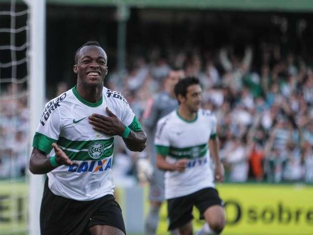 Angolano Geraldo voltou a ser decisivo em clássicos contra o maior rival e fez único gol do jogo Foto: Joka Madruga / Futura Press