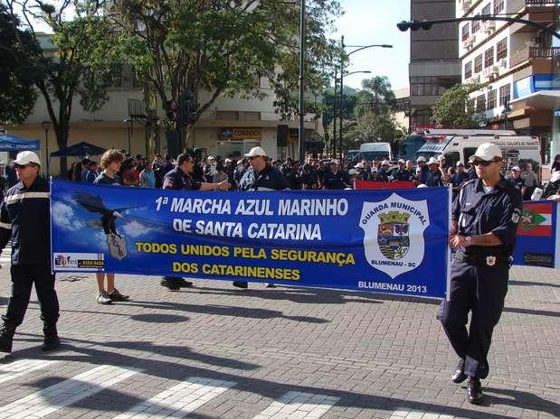 Agentes de trânsito percorreram as ruas de Blumenau nesse sábado Foto: Jaime Batista da Silva / vc repórter