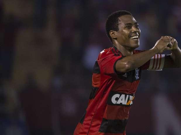 Elias fez o primeiro gol da equipe carioca no confronto, vencido por 2 a 1 pelo Flamengo Foto: Fernando Soutello / Agif / Gazeta Press