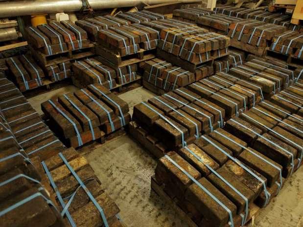 Imagem cedida pela Odyssey exibe lingotes de prata recuperados do navio SS Gairsoppa Foto: AFP