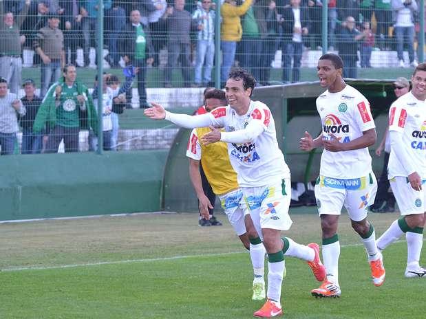 Chapecoense não tomou conhecimento de rival catarinense Foto: Junior Matiello / Futura Press