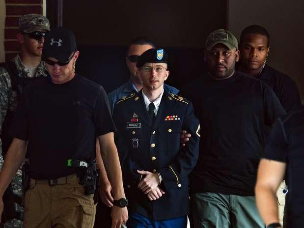 Bradley Manning deixa julgamento, depois de ter sido considerado culpado de espionagem Foto: EFE