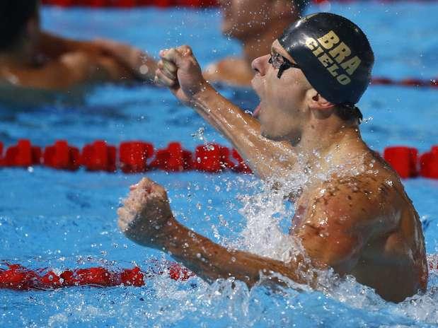 Cesar Cielo supera favoritos, vence 50m livre e conquista tricampeonato inédito / AP