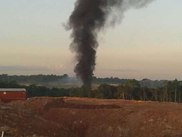 A fumaça provocada pela explosão da aeronave era vista de longe Foto: Especial para Terra