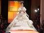 Um modelo docriador do lendário top do Madonnaque chamou a atenção foi o vestido de noiva com toques indianos e ao mesmo tempo rebeldes Foto: Getty Images