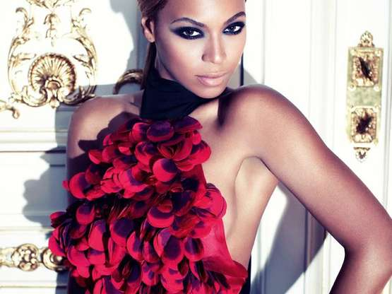 Beyoncé, que nació 4 de septiembre de 1981, aumenta la temperatura posando bañada en sudor. Foto: Instagram/Beyonce