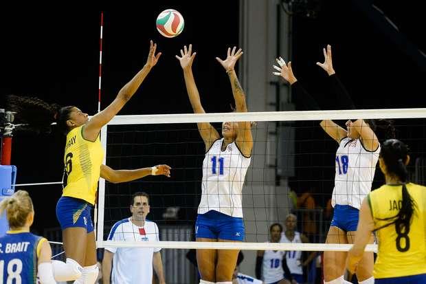 Jogadoras da seleção brasileira de vôlei disputaram vaga na final dos Jogos Pan-Americanos de Toronto contra Porto Rico Foto: Osmar Portilho / Terra
