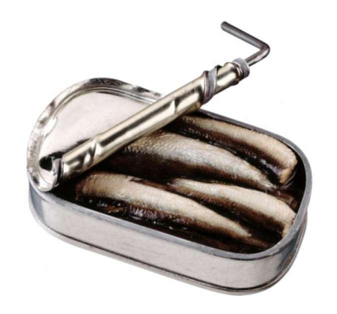 Atum enlatado: cerca de 100g de atum enlatado e conservado em água fornece 154 IUs, quase um terço do que pede a recomendação diária. O atum conservado em óleo contém ainda mais vitamina D, no entanto, é mais gorduroso null