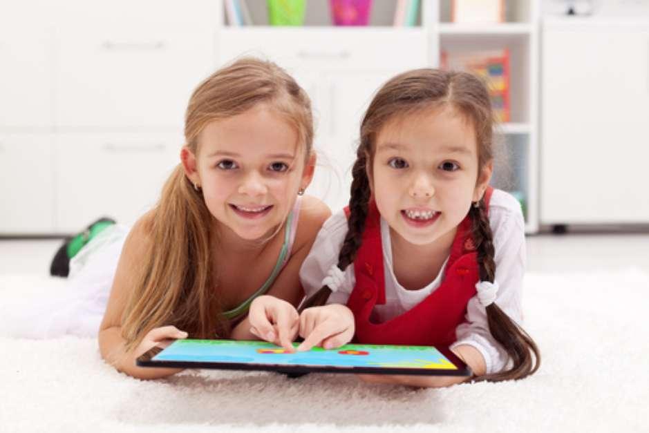 Para a saúde bucal existem aplicativos que podem ajudar na hora de escovar os dentes, ir ao dentista ou ensinar sobre o tema para as crianças Foto: Shutterstock