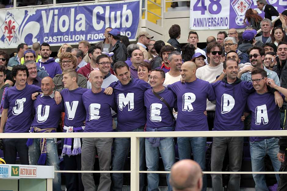 As oitavas de final da Liga Europa prometem nesta quinta-feira. Principalmente o confronto envolvendo Fiorentina e Juventus, dois rivais históricos que voltam a se enfrentar em uma competição continental. A rivalidade entre os dois clubes é tanta que beira até ao ódio em Florença, onde a torcida local não tolera o