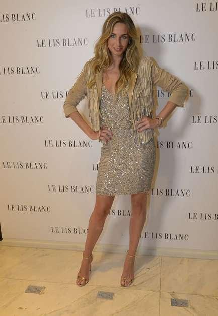 Kim Kardashian adora exagerar. Neste look Balmain usado após do desfile da grife em Paris, há franjas por todos os lados. Pode ser Balmain e estar em alta, mas quem quer discrição tem de optar por franjas em detalhes apenas null