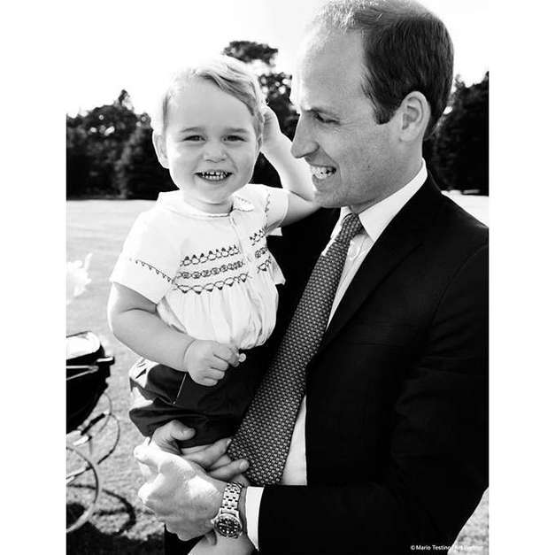 Príncipe George no colo do pai, William Foto: Instagram/Kensington Palace / Reprodução