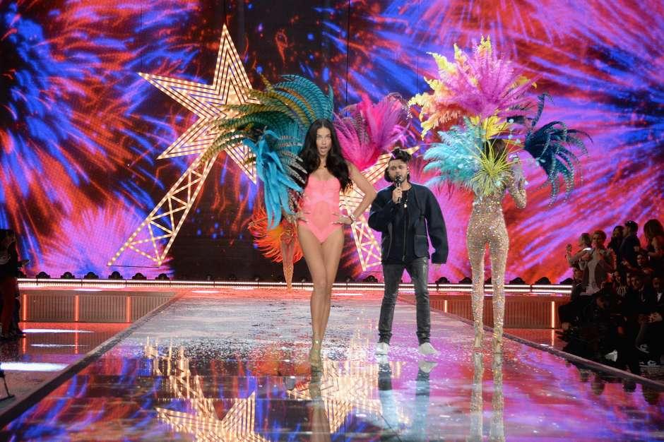 Adriana Lima brilhou na gravação do Victoria's Secret Fashion Show Foto: Getty Images