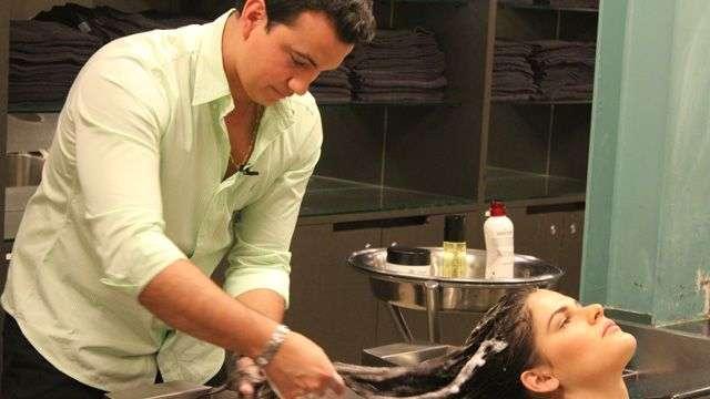 Hair stylist ensina a fazer hidratação poderosa em casa