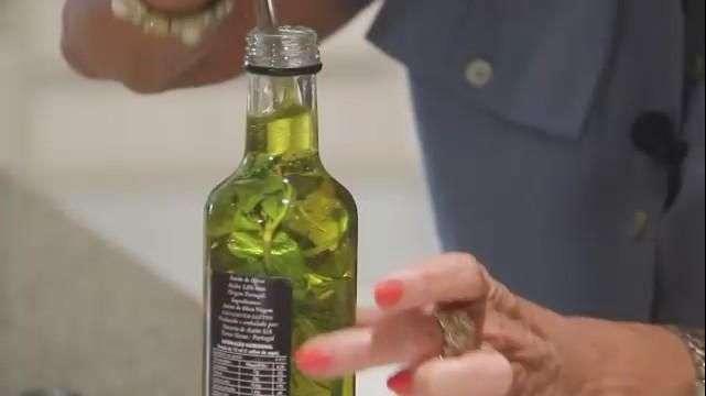 Sueli te ensina a transformar o azeite comum em uma versão aromática