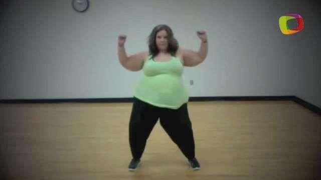 Mulher de 159 kg dança de Beijinho no Ombro a Lepo Lepo