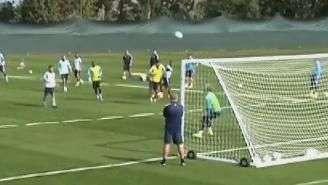 De placa! Jogador do M. City faz gol sensacional em treino