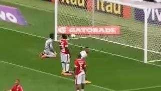 Guerrero faz belo gol do Corinthians contra o Inter; veja