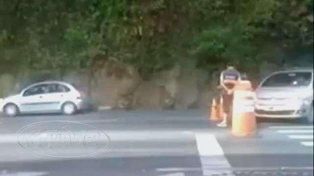 Vídeo: turista agride funcionário da prefeitura após ser cobrado
