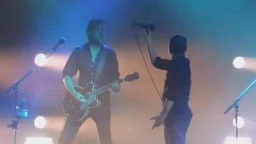 """Thom Yorke se perde ao cantar """"Creep"""" após sete anos"""