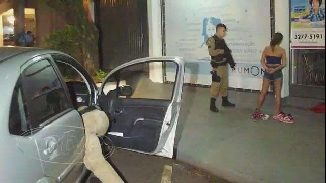 Travesti é detida por policiais militares em Toledo