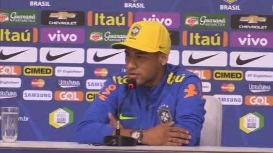 Neymar rebate críticas e defende direito de sair com amigos