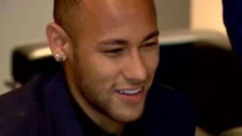 Neymar assina novo contrato com o Barcelona válido até 2021