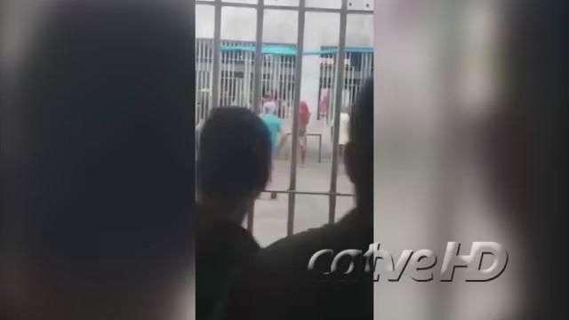 Cruel: presos do PCC jogam bola com cabeça de detento de comando rival