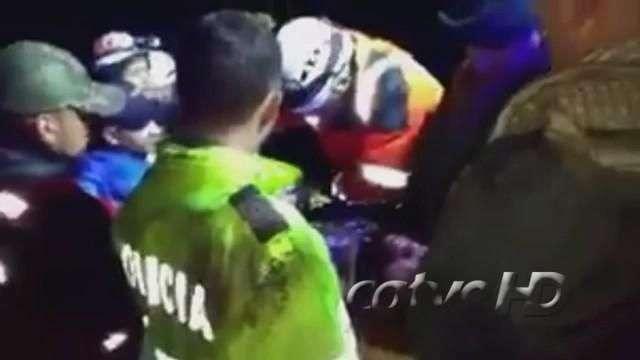 Vídeo mostra resgate de zagueiro Neto de escombros do avião