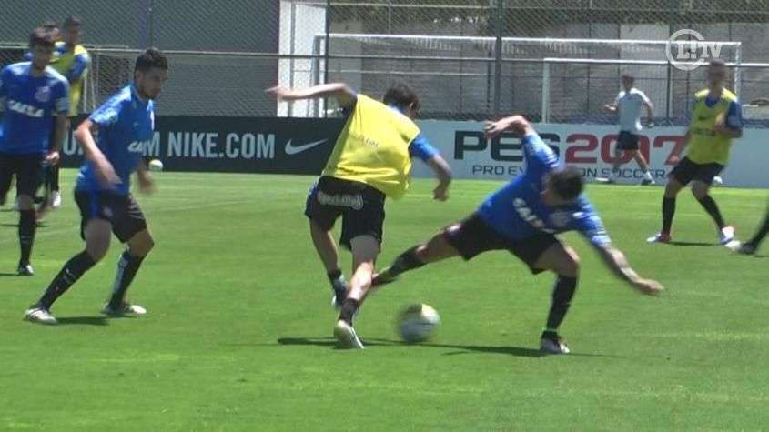 Rildo 'entorta' Giovanni Augusto em treino do Corinthians