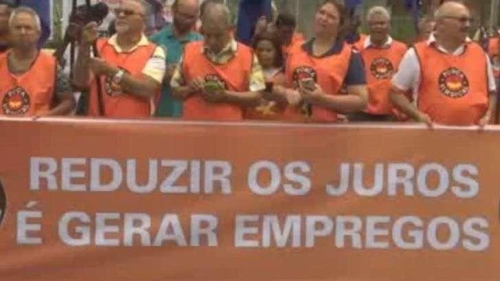 Sindicatos protestam em São Paulo contra taxa de juros do BC
