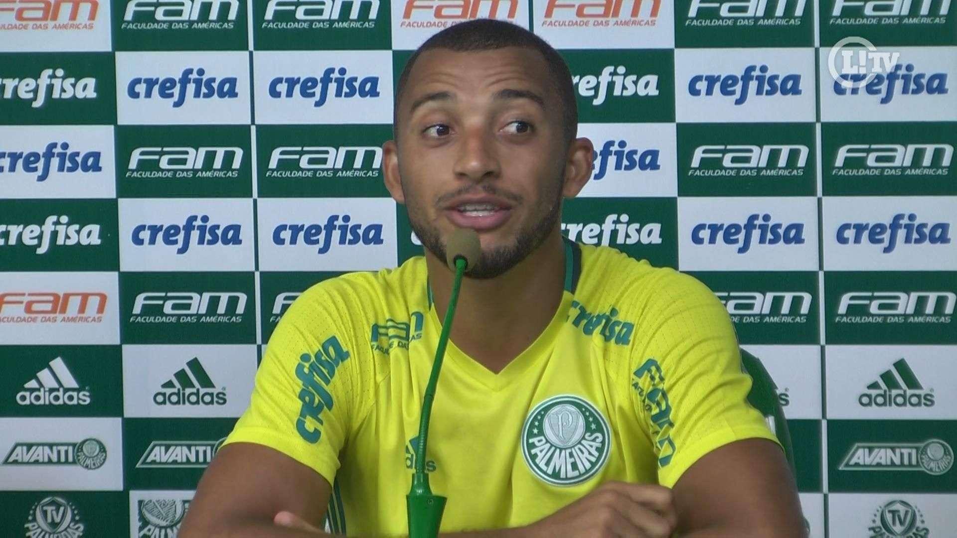 Vitor Hugo exalta 'ousadia' de Felipe Melo: 'Tinha que ter mais isso no futebol'