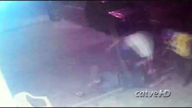 Vídeo mostra PM lutando com assaltantes antes de ser baleado