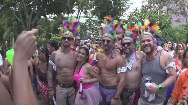 Turistas de outros países enaltecem o carnaval de São Paulo