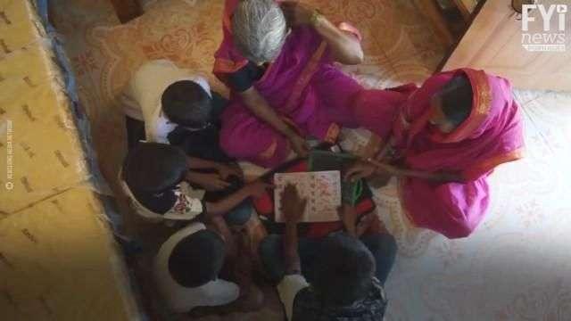 """""""Escola Para Vovós"""" na Índia"""