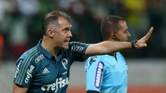 Eduardo Baptista enaltece Michel Bastos e diz que jogador aos poucos briga por posição