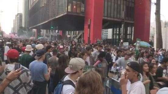 Marcha em São Paulo defende a legalização da maconha