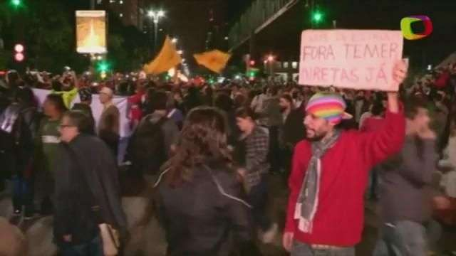 Manifestantes pedem saída do presidente Michel Temer