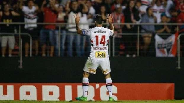 Dupla de ataque marca, São Paulo bate o Palmeiras e mantém tabu