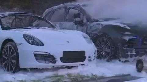 Incêndio destrói 12 Porsches em concessionária em Hamburgo