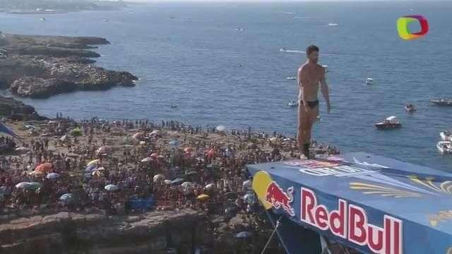 Italiano fatura competição de mergulho de desfiladeiro