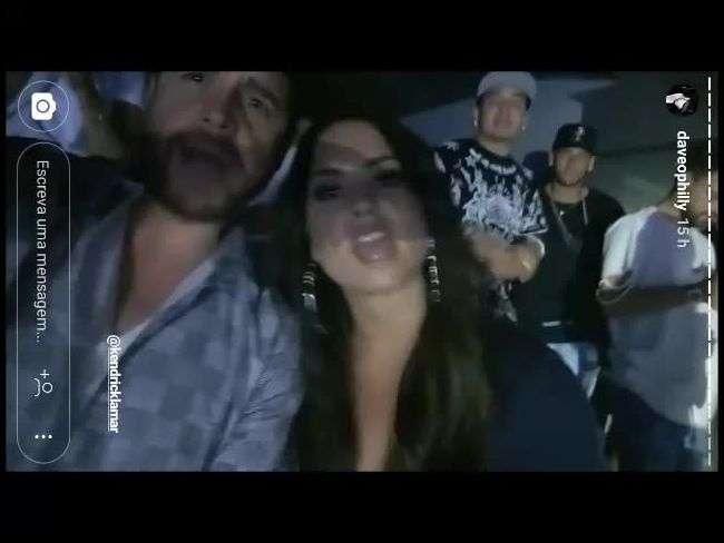 Demi Lovato e Neymar curtem show após encontro em jogo