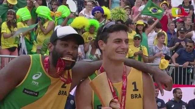 Com virada, Brasil conquista o Mundial de vôlei de praia