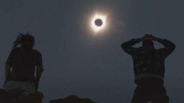 EUA admiram primeiro eclipse total do Sol em 99 anos