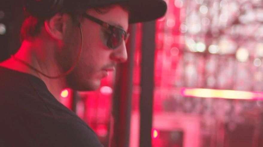 Público vira astro do rock no espaço Coca-Cola Fã de Música