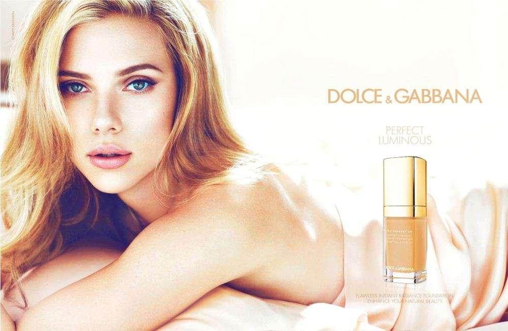 A atriz Scarlett Johansson divulga linha de maquiagem Perfectly Luminous Foto: Divulgação