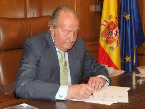 Rei Juan Carlos abdica ao trono da Espanha
