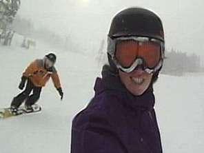 Bosque vira palco para descida de snowboard em Whistler
