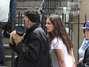 Katie Holmes briga com paparazzi por atrapalhar filmagem de longa