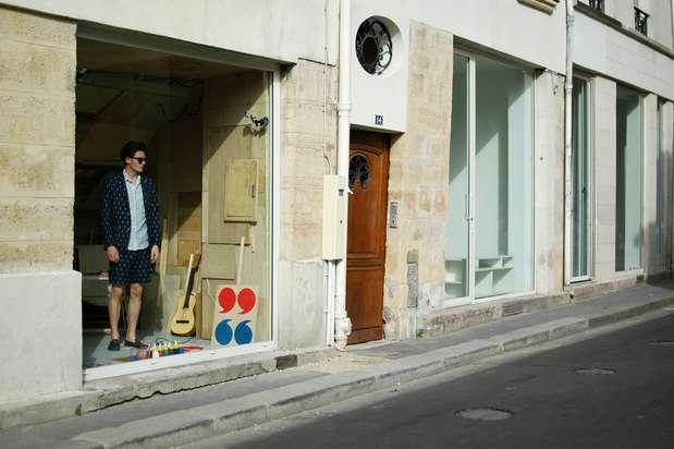 O modelo passará 60 horas na vitrine de uma galeria de arte no Marais, em Paris Foto: Daniela Fetzner / Especial para o Terra